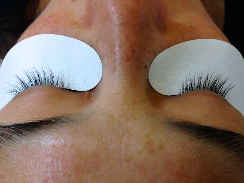 pros and cons of eyelash extensions