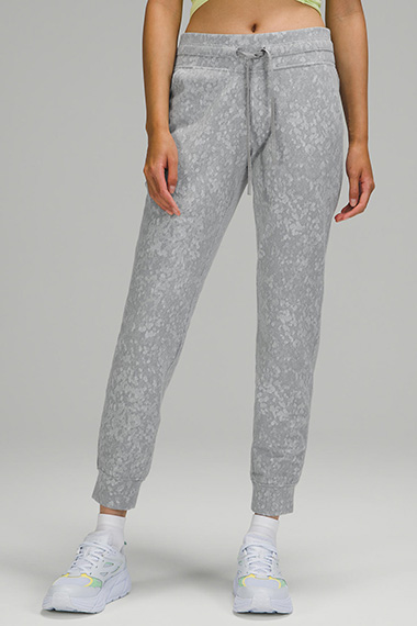 how to style joggers